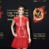 Jennifer Lawrence w czerwonej sukience