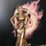 Jennifer Lawrence w złotej sukni z trenem