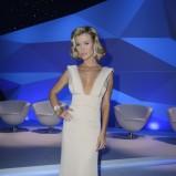 Joanna Krupa w beżowej sukni wieczorowej - stylizacje z salonów