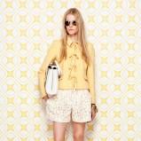 katana Moschino w kolorze żółtym - moda na lato 2014