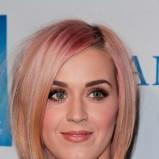 Katy Perry, truskawkowy blond - Uczesania na karnawał - fryzury gwiazd