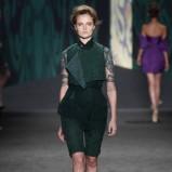 khaki szorty Vera Wang - modna wiosnę 2013