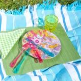Klasyczna zastawa stołowa w kolorowej odsłonie - aranżacja majówki