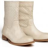 klasyczne botki Reserved w kolorze beżowym - kolekcja obuwia na wiosnę 2013