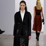 klasyczny płaszcz Calvin Klein w kolorze czarnym - moda na jesień i zimę 2013/14