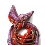 kolorowa apaszka Cropp - trendy na jesień-zimę