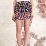 kolorowa spódnica Stradivarius w kwiaty asymetryczna - moda wiosna/lato