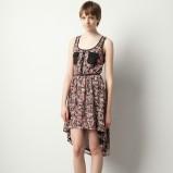 kolorowa sukienka Pull and Bear w kwiaty z trenem - wiosna/lato 2012