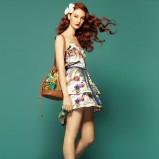 kolorowa sukienka Stradivarius w kwiaty na ramiączkach - sezon letni