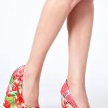 kolorowe sandały Asos w kwiaty na koturnie - trendy na wiosnę