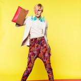 kolorowe spodnie Bershka w kwiaty - lato 2011