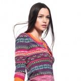 kolorowy sweter Benetton we wzory - trendy wiosenne