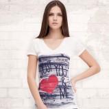 kolorowy t-shirt Stradivarius z nadrukiem - wiosna/lato 2012