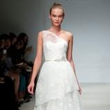 koronkowa suknia ślubna Christos z baskinką