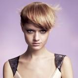 krótka fryzura z grzywką
