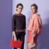 krótka narzutka Moschino w kolorze koralowym - moda 2013/2014