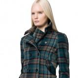 Krótka niebieska kurtka w kratkę na jesień i zimę 2012/13