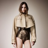 krótki płaszczyk Burberry w kolorze beżowym - moda 2013