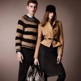 krótki płaszczyk Burberry w kolorze brązowym - moda na jesień 2012