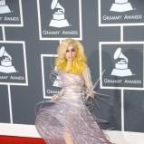 Lady Gaga - sukienka z metalu i plastiku oraz kryształowe buty