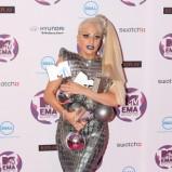 Lady Gaga - w sukni z metalowych łusek