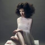 loki na ciemnych włosach