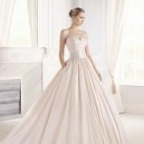 łososiowa suknia ślubna La Sposa z aplikacją
