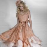 łososiowa suknia ślubna Vivienne Westwood dwuwarstwowa