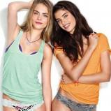 luźna koszulka Victorias Secret w kolorze seledynowym - Cara Delevingne
