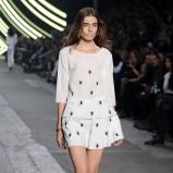 mini spódniczka w kolorze białym - pokaz Macieja Zienia