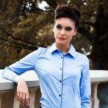 Modna błękitna koszula Heppin podkreślająca talię trendy na jesień-zimę
