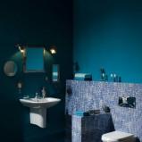 Modna  łazienka Roca w stylu klasycznym w kolorze blekitu mozaika