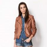 modna ramoneska Bershka w kolorze brązowym - wiosenne trendy