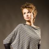 Modna roztrzepana krótka blond fryzurka