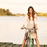modna sukienka Tatuum w kolorze beżowym - wiosna i lato 2013