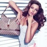 modna torebka Guess w kolorze brązowym - modne dodatki