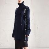 Modny czarny płaszcz H&M z golfem jesień i zima 2012/2013