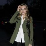 modny płaszcz w kolorze khaki - Cara Delevingne