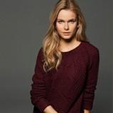 modny sweter Massimo Dutti w kolorze bordowym - kolekcja damska 2012/13