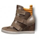 na koturnie obuwie sportowe Tamaris w kolorze brązowym