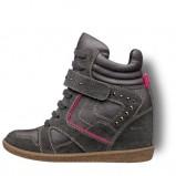 na koturnie obuwie sportowe Tamaris w kolorze czarnym