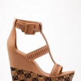 na koturnie sandałki Bershka - moda na lato 2013