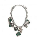 naszyjnik Parfois z zielonymi kamieniami - dodatki w stylu barokowym