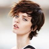 Naturalny urok krótkich włosów