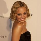 Nicole Richie, uczesanie retro