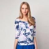 niebieska bluzka Bershka ze wzorem - lato 2012