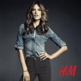 niebieska koszula H&M dżinsowa - trendy na jesień