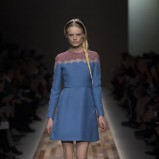 niebieska sukienka Valentino - jesień/zima 2013/14