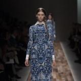 niebieska suknia Valentino długa - jesień/zima 2013/14