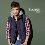 niebieski bezrękawnik Bershka - jesień/zima 2010